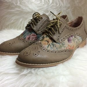 Women's Wanted Mary Jane/Oxford Saddle shoes 8.5